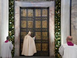 Pope Francis closes the Holy Door of St. Peter's Basilica to mark the closing of the jubilee Year of Mercy at the Vatican Nov. 20. (CNS photo/Tiziana Fabi, pool via Reuters) See POPE-MERCY-CLOSE Nov. 20, 2016.